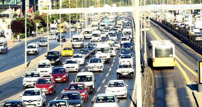 İstanbulda yüz yüze eğitimin ilk gününde trafik yoğunluğu 51lerde seyrediyor