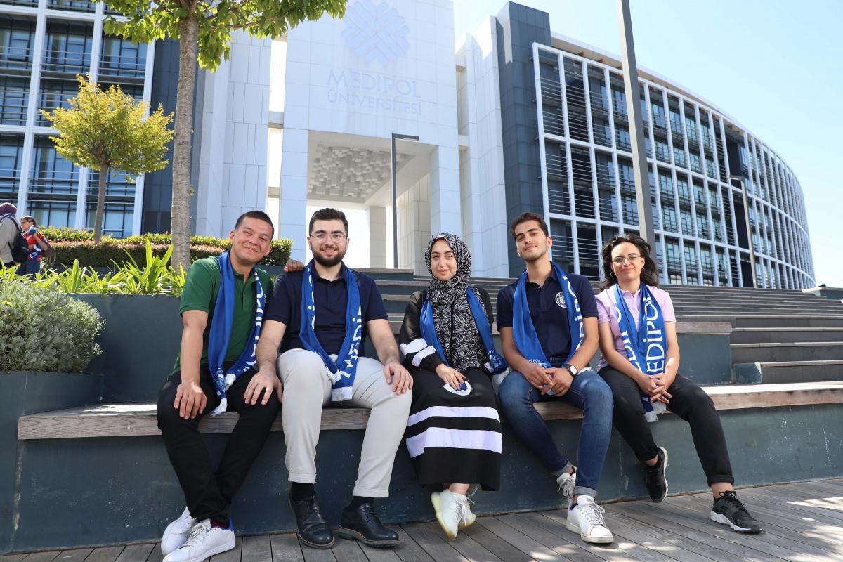 Medipol, YKS'de dereceye girip kendisini seçen öğrencileri açıkladı