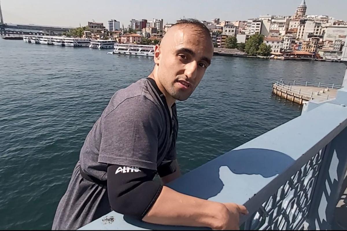 Galata Köprüsü'nden tekneye atlayan fenomen gözaltına alındı