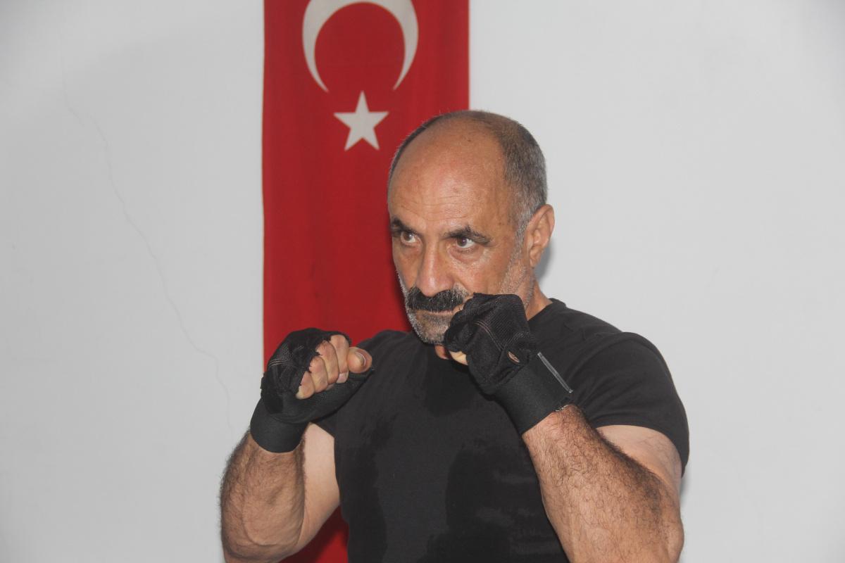 64 yaşındaki kick boksçu Covid-19'u yaptığı sporla yendi