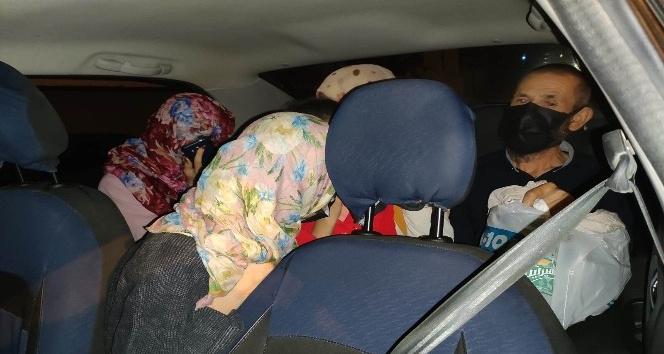 Van'da Bir Otomobilde 8 Düzensiz Göçmen Yakalandı - Van