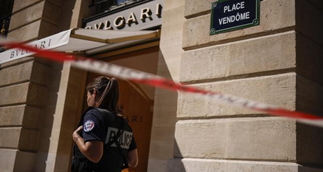 Pariste ünlü kuyumcu mağazasından 10 milyon euroluk mücevher çalındı