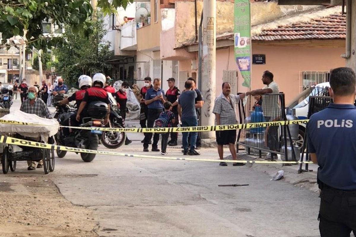 İzmir'de husumetlilerinden aileye silahlı saldırı: 6'sı çocuk 12 yaralı