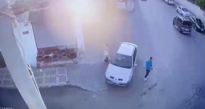 Ümraniyede kontrolden çıkan otomobil iki kişiyi teğet geçip iş yerine çarptı