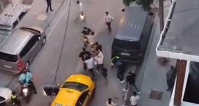 Esenyurtta taksiciyle müşterinin kavgası kamerada