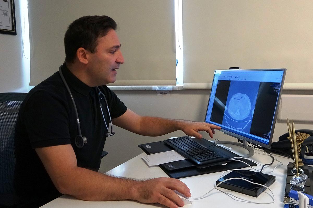 14 binin üzerinde Covid hastasını iyileştiren Prof. Dr. Özkaya: 'Aşı emniyet kemeri gibi'