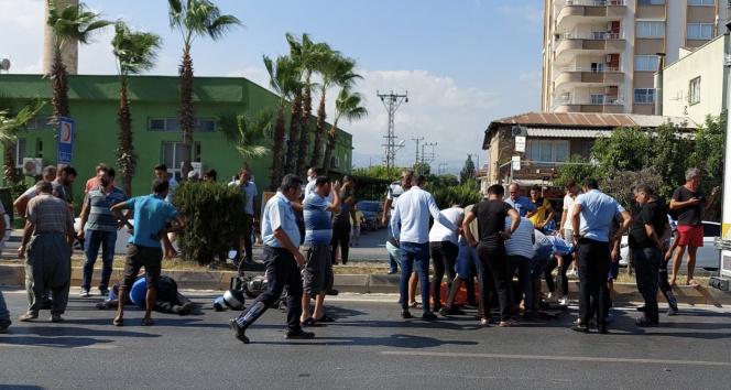 Mersinde iki motosiklet çarpıştı:3 yaralı