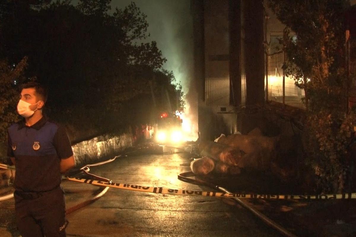 İstanbuldaki fabrika yangını 5 saatlik çalışmanın sonunda söndürüldü