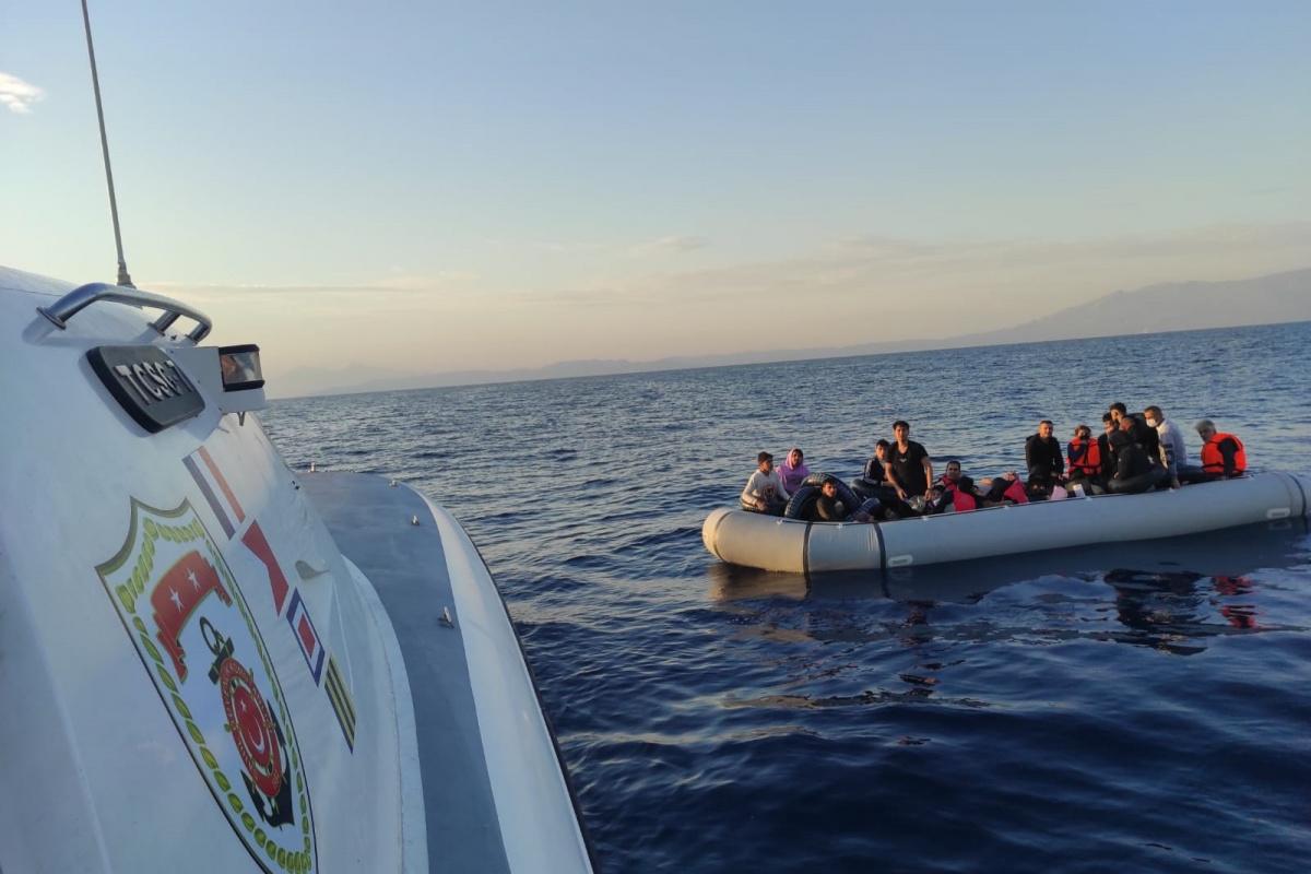 Yunanistan'ın geri ittiği 49 düzensiz göçmen kurtarıldı