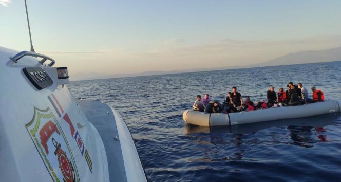 Yunanistanın geri ittiği 49 düzensiz göçmen kurtarıldı