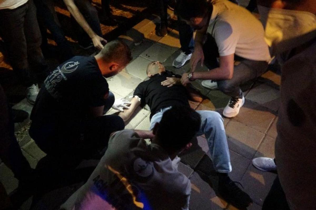 Diyarbakır'da yol kenarındaki 2 genç silahlı saldırıya uğradı