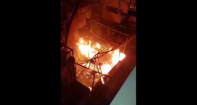 Kadıköyde 3 katlı restoran alev alev yandı
