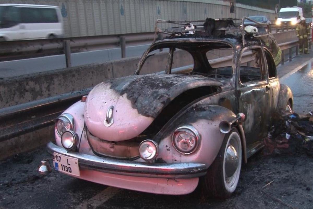 Sünnet düğününde kullanmak üzere yola çıktığı otomobil alev alev yandı