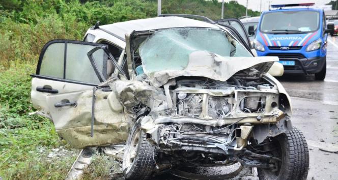 Samsunda cip ile minibüs çarpıştı: 4 yaralı