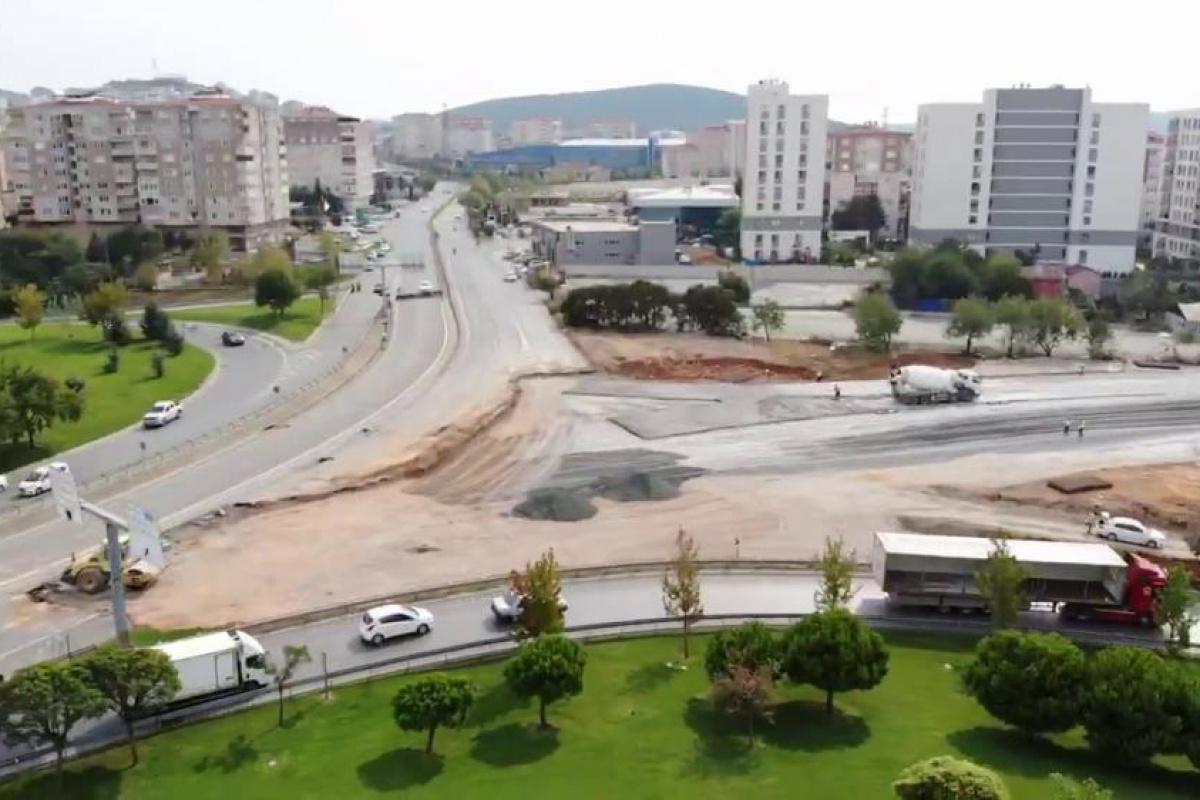 İBB, Sancaktepe'de okul yolunu hafriyat dökerek kapattı
