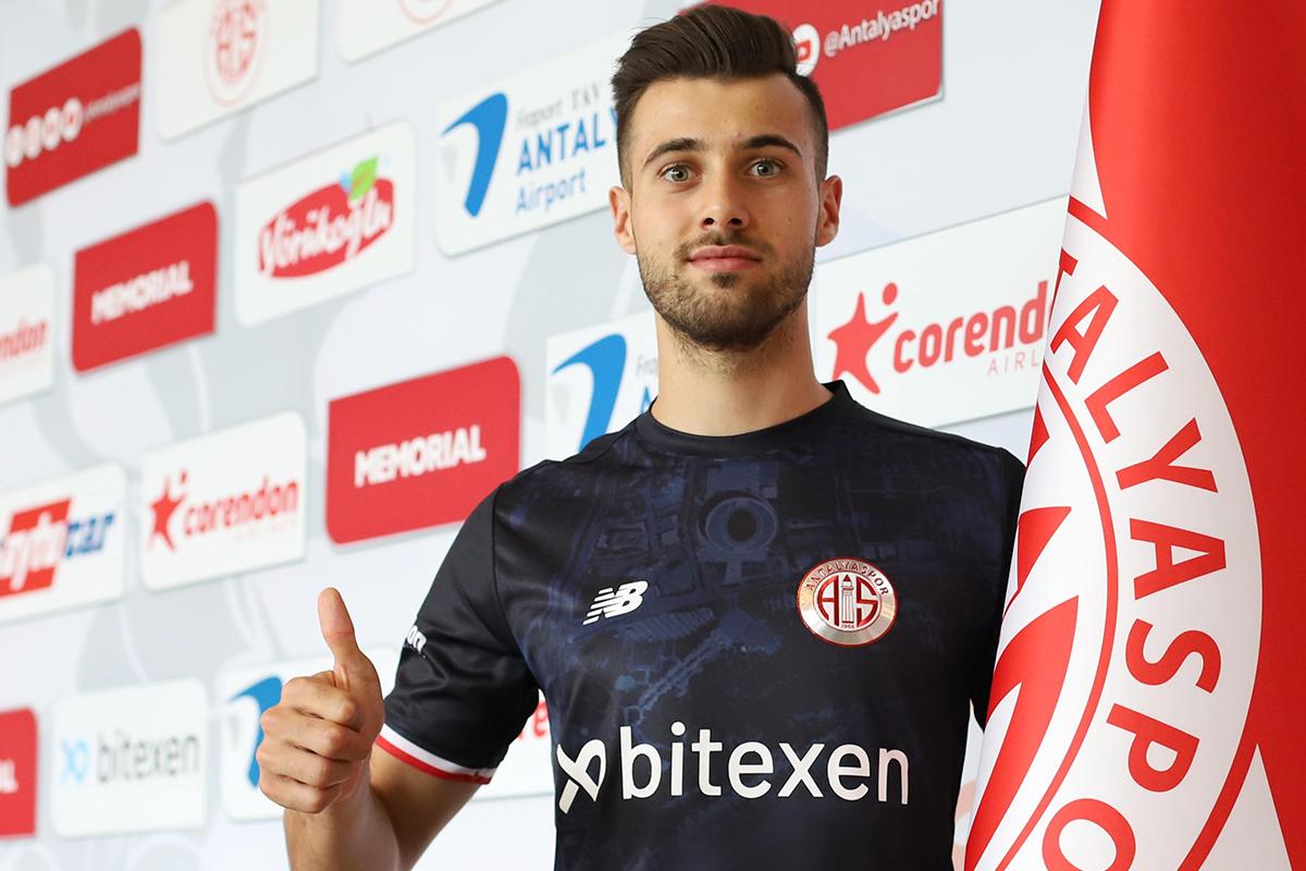 Genç kaleci Ataberk Dadakdeniz FTA Antalyaspor'da