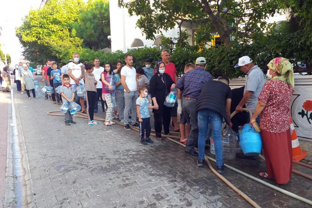 Rezaletin böylesi, vatandaş su almak için sokağa döküldü