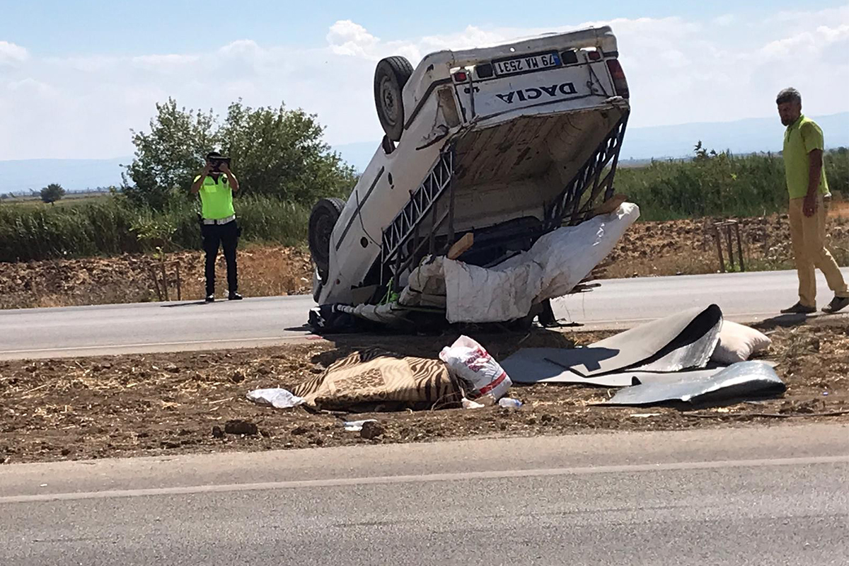 Hatay'da kamyonet takla atarak devrildi: 6 yaralı