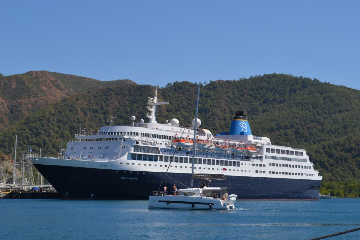 Dev yolcu gemisi Marmaris'e geldi