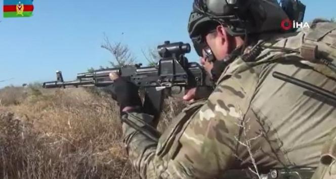 Azerbaycanda Üç Kardeş 2021 tatbikatında askerler düşman hattına sızarak hedefleri yok etti