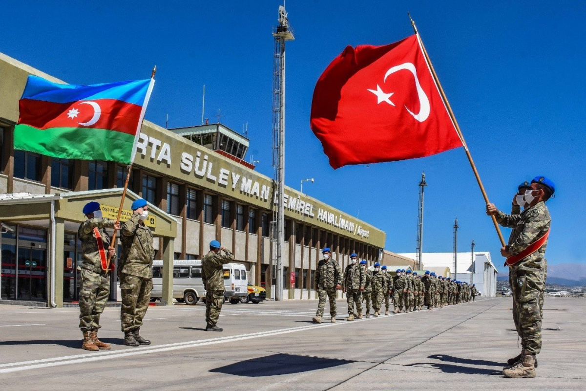 MSB: 'Azerbaycan ve Somalili misafir askerler komando eğitimlerini başarıyla tamamladı'