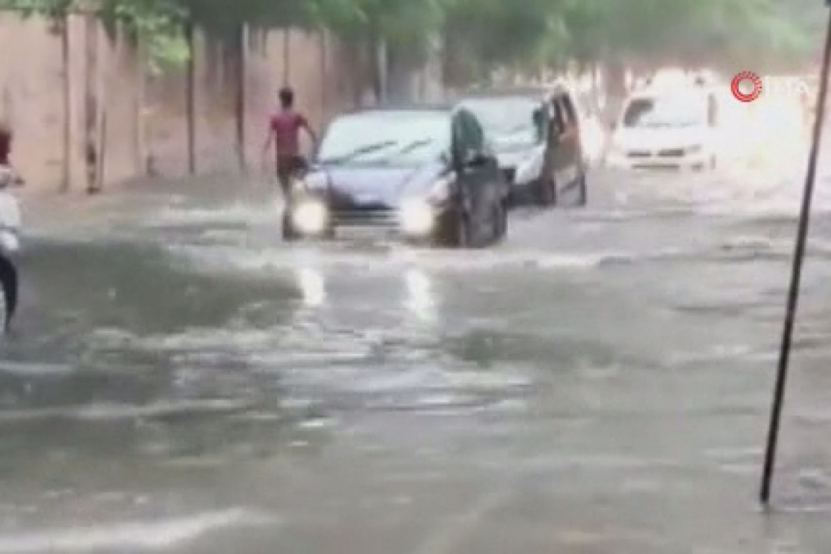Hindistan'da aşırı yağışların yol açtığı kazalarda 40 kişi öldü