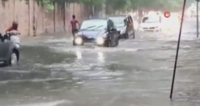 Hindistanda aşırı yağışların yol açtığı kazalarda 40 kişi öldü