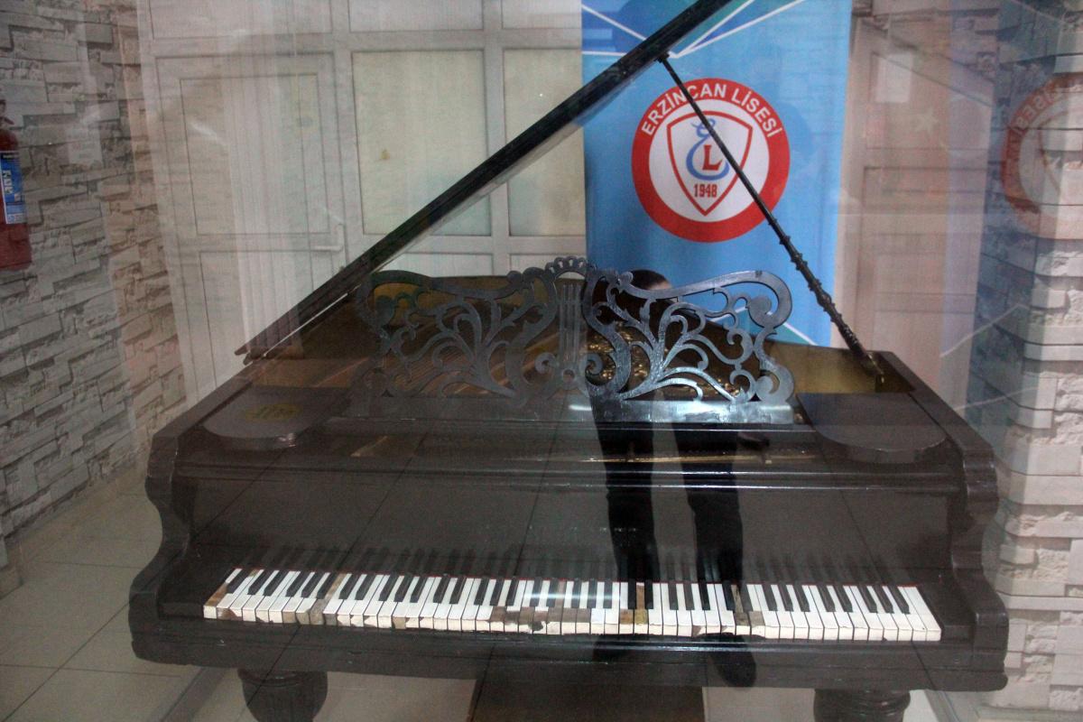Atatürk'e hediye edilen piyanoya, Erzincan Lisesi ev sahipliği yapıyor