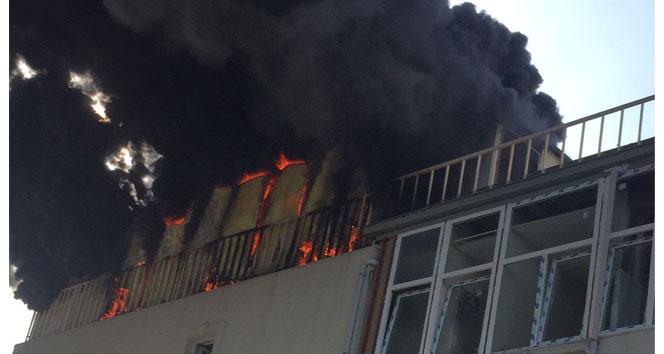 Başakşehirde 5 katlı iş merkezinde korkutan yangın