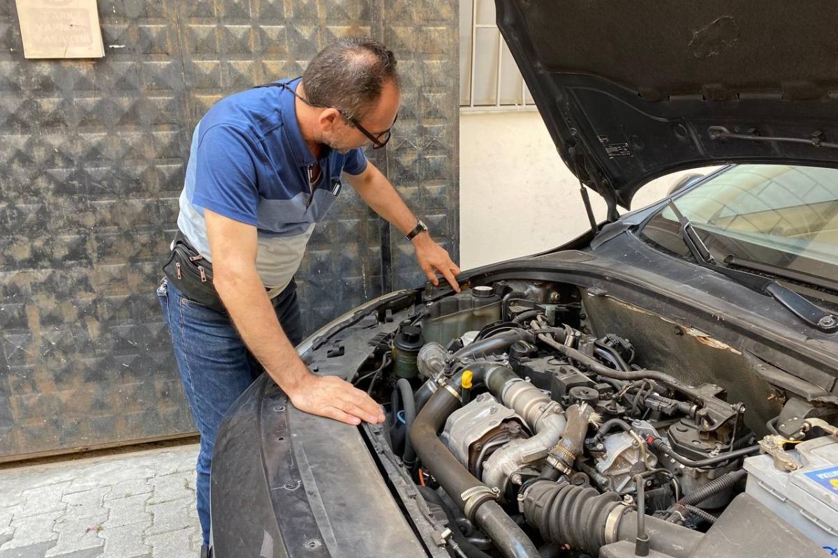 Aldığı ikinci el aracın önü benzinli arkası dizel çıktı