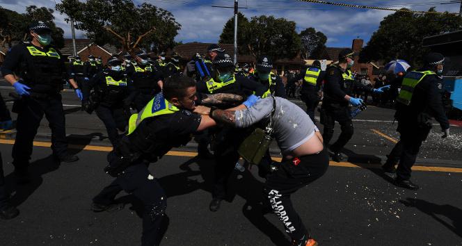 Avustralyada karantina karşıtı gösterilerde arbede: 267 gözaltı