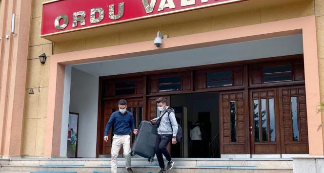 Kalacak yeri olmayan öğrenciler, Vali Sonelin girişimleriyle kiralanan otellerde misafir edilecek
