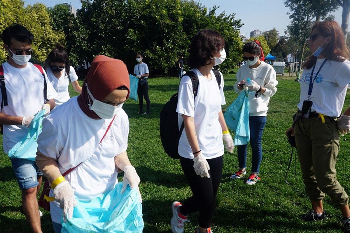 DeFacto'dan Uluslararası Kıyı Temizleme Günü'nde anlamlı etkinlik