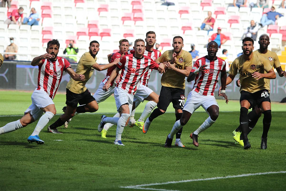 Sivasspor ile Gaziantep FK puanları paylaştı