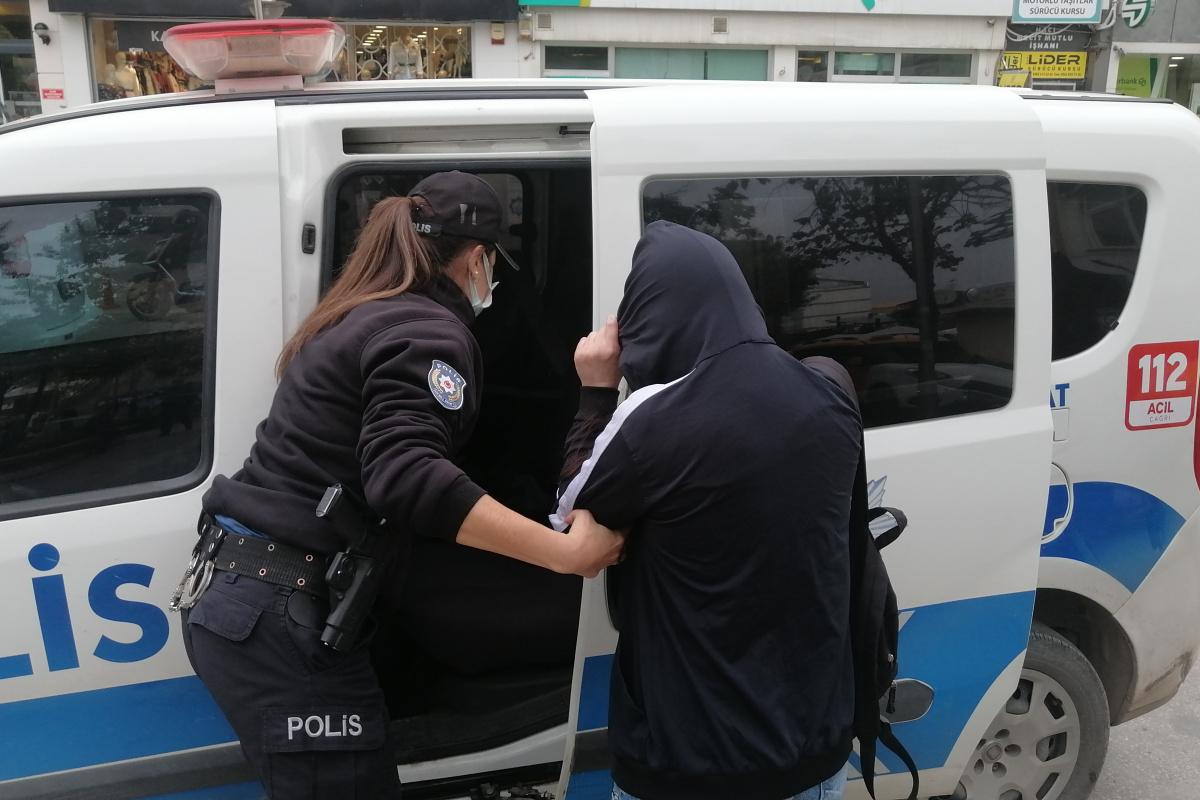 Uyuşturucudan aranması olan kadın devriye ekiplerine yakalandı