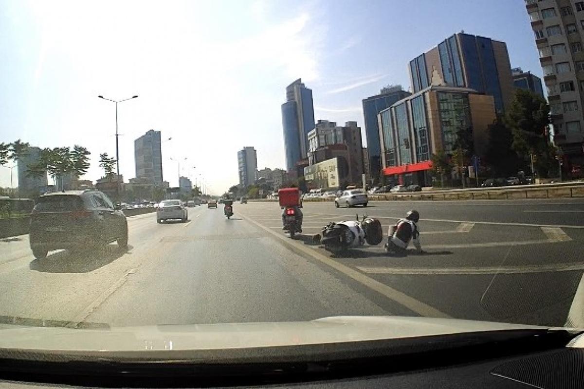 E-5'te motosikletin halatla çekildiği tehlikeli yolculuk kamerada