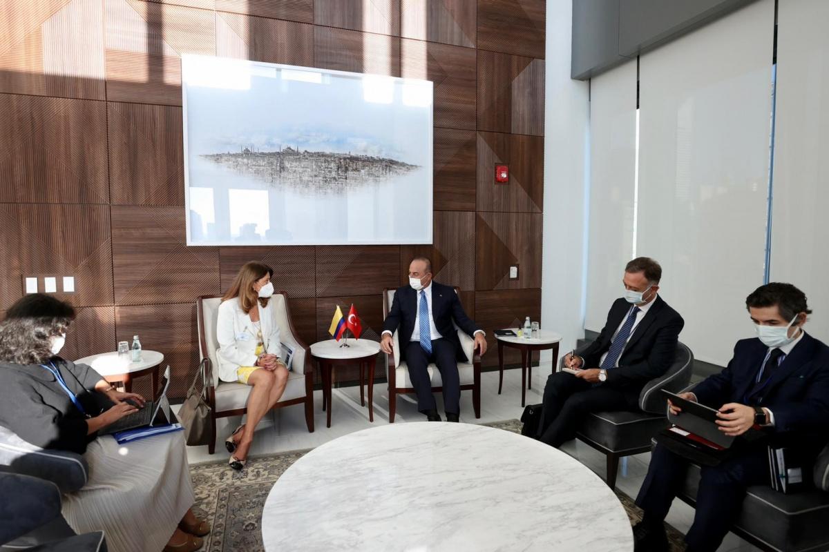 Bakan Çavuşoğlu, Kolombiyalı ve Venezuelalı mevkidaşları ile bir araya geldi