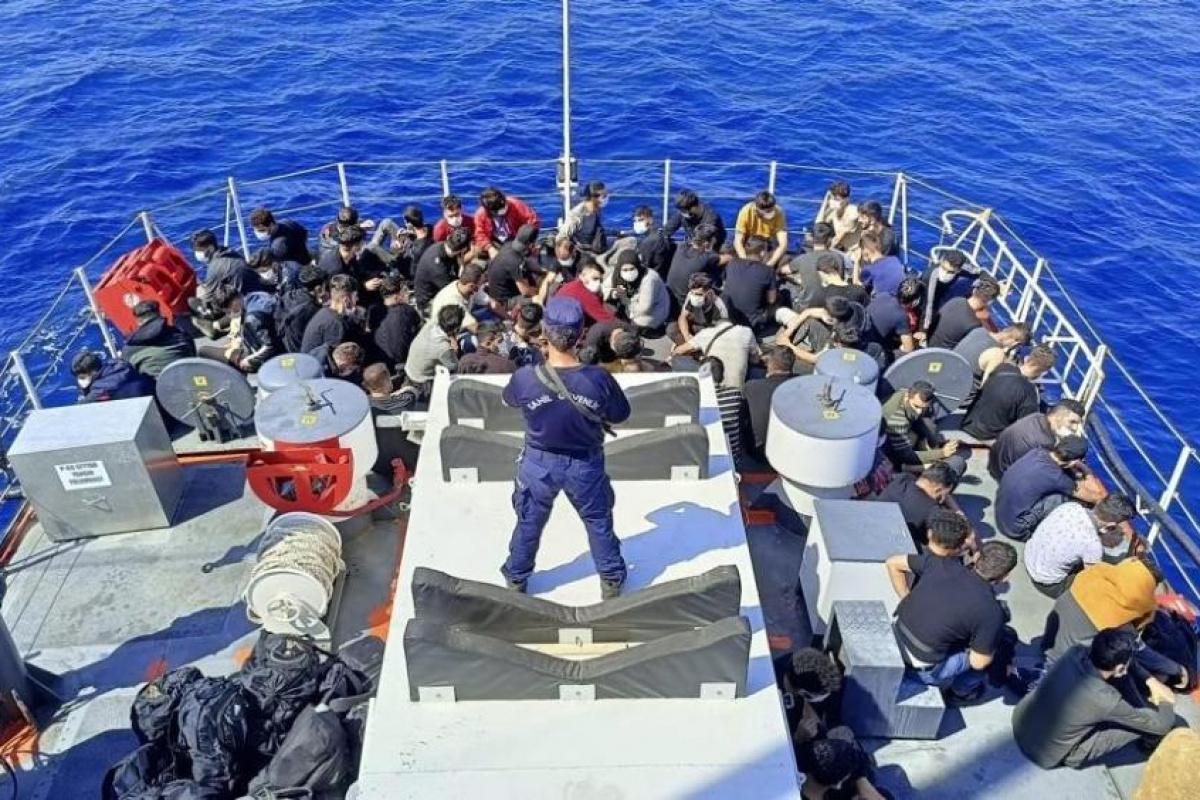 İzmir açıklarında düzensiz göçmen hareketliliği!