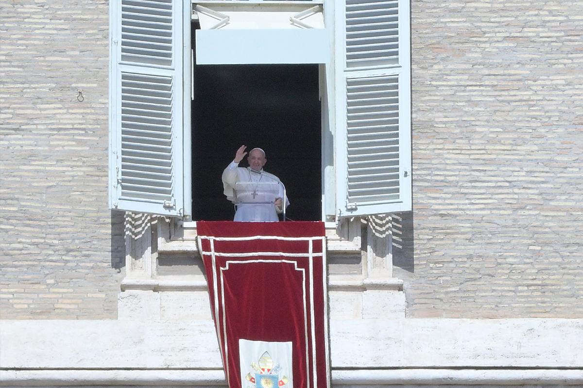 Papa: 'Bazıları ölmemi istese de hala hayattayım'