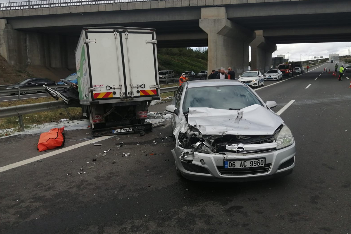 Başkent'te feci kazada üç kamyon birbirine girdi: 1 ölü, 2 yaralı