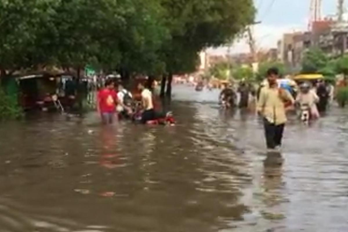 Pakistan'da sel: Sokaklar sular altında kaldı
