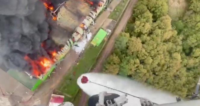 Şilede fabrika yangınına helikopterden müdahale kamerada