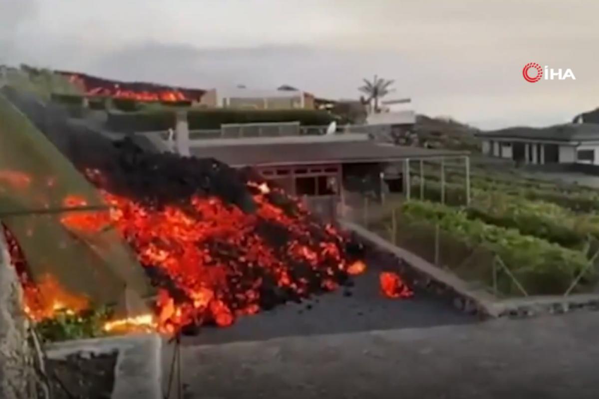 Kanarya Adaları'ndaki yanardağdan akan lavlar havuzu doldurdu
