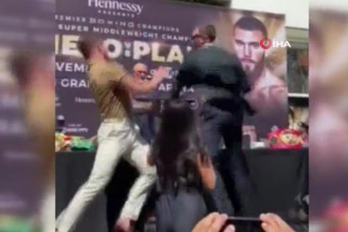 ABD'li ve Meksikalı boksörler basın toplantısında birbirine girdi