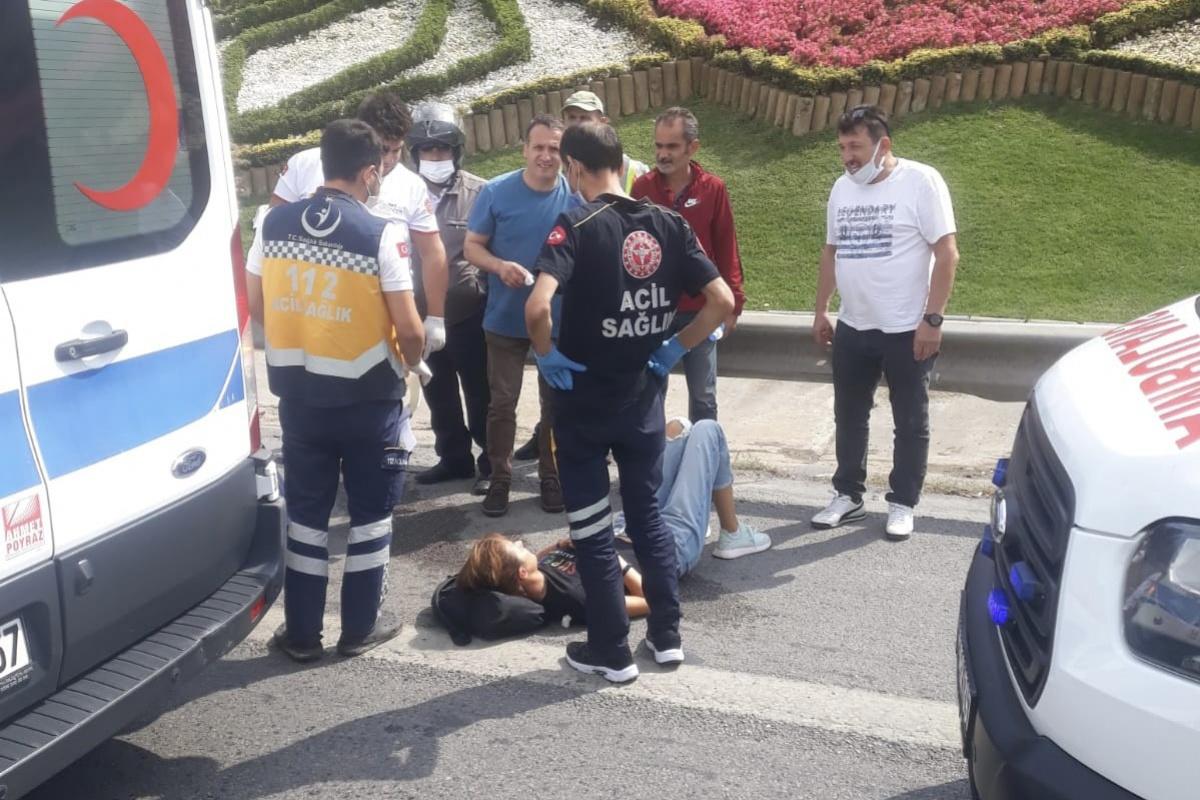 TEM'de yolun karşısına geçen kadına motosiklet çarptı: 1'i ağır 2 yaralı