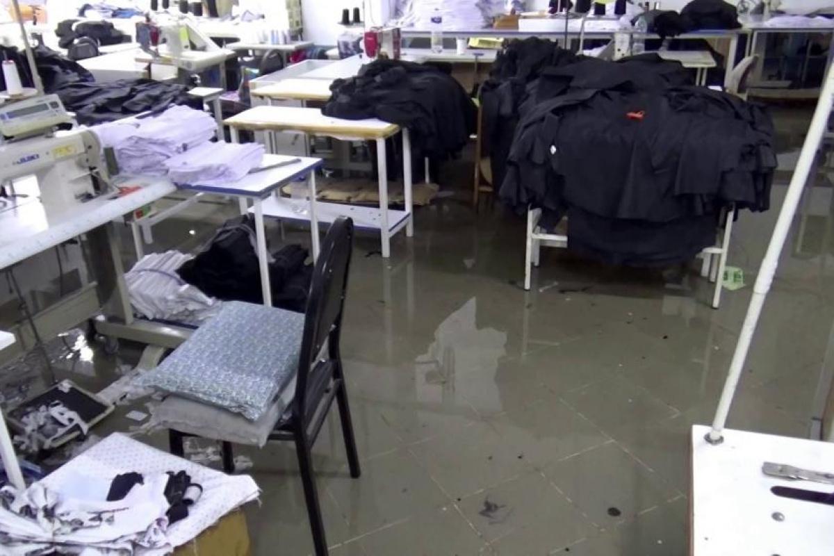 Sultangazi'de rögar taştı, tekstil firması su altında kaldı