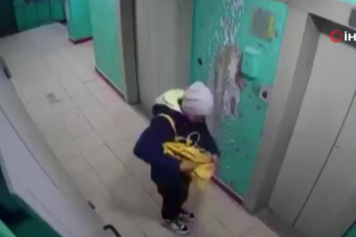 Rusya'da genç kız merakı yüzünden ölümden döndü