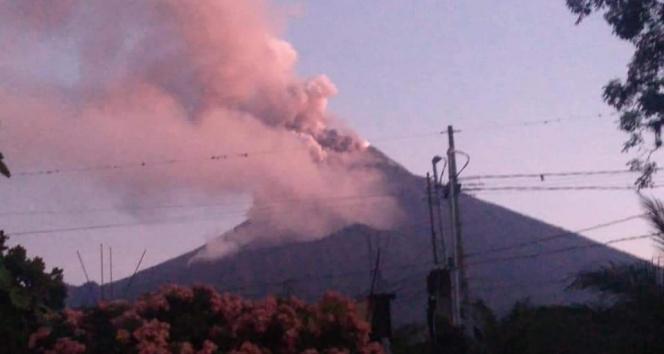 Guatemaladaki Fuego Yanardağı faaliyete geçti