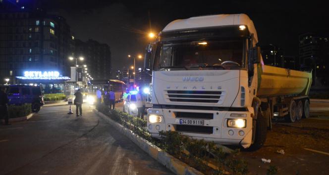 Sarıyerde İETT otobüsüyle hafriyat kamyonu çarpıştı