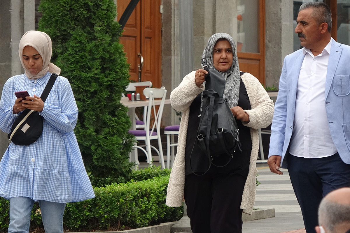 En çok Covid vakasının görüldüğü Trabzon'da maskeler çene altında